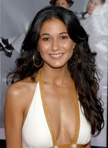 "Actress Emmanuelle Chriqui arrives at the ""I Now Pronounce You Chuck and Larry"" premiere at the Gibson Amphitheatre and CityWalk Cinemas on July 12, 2007 in Universal City, California."